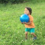 【動画】ボールを一生懸命とる3歳児と「さゆふらっとまうんど」〜2017年7月2日ピクニック